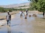 Sulama kanalı taştı, ev ve ahırları su bastı