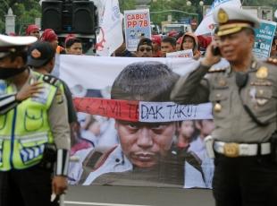 Endonezyada işçiler vergi affını protesto etti