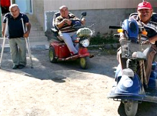 Engelli kardeşlerin örnek beraberliği