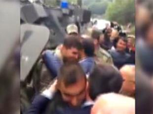 Görevden dönen askerleri ilçe halkı karşıladı