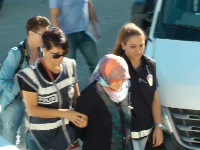 FETÖ elebaşı Gülenin yeğeni Emine Akay tutuklandı