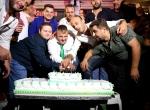 Down sendromlu gence arkadaşlarından özel doğum günü kutlaması