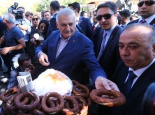 Başbakan Yıldırımdan esnaf ve vatandaş ziyareti