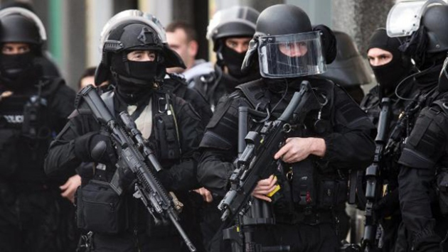 Almanyada ırkçı paylaşımlarda bulunan 29 polis açığa alındı