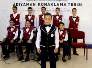 Sığınmacı çocukların korosu büyük beğeni topluyor