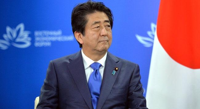 Japonya Başbakanı Abeden tartışmalı tapınağa adak 58