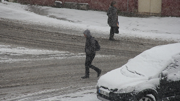 Üç ilde kar etkili oluyor