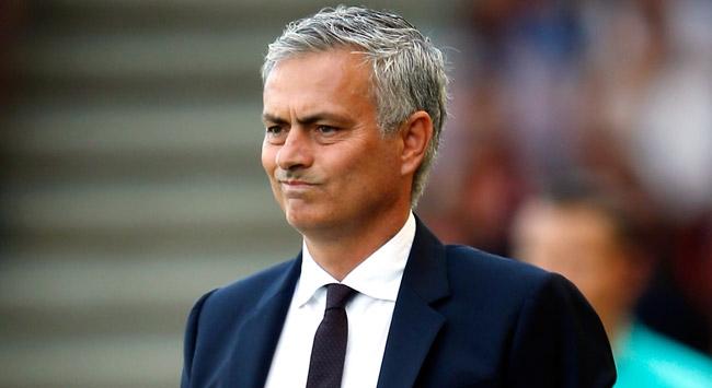 Mourinhoya ceza yağdı