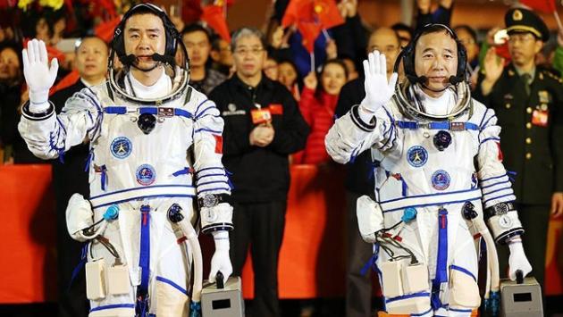 Çinli astronotlar uzay laboratuvarında
