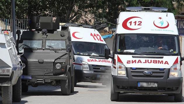 Diyarbakırda terör saldırısı: 1 şehit, 3 yaralı