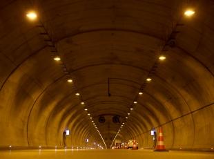 """Dağı delip """"Türkiyenin en uzun otoyol tüneli""""ni inşa ettiler"""