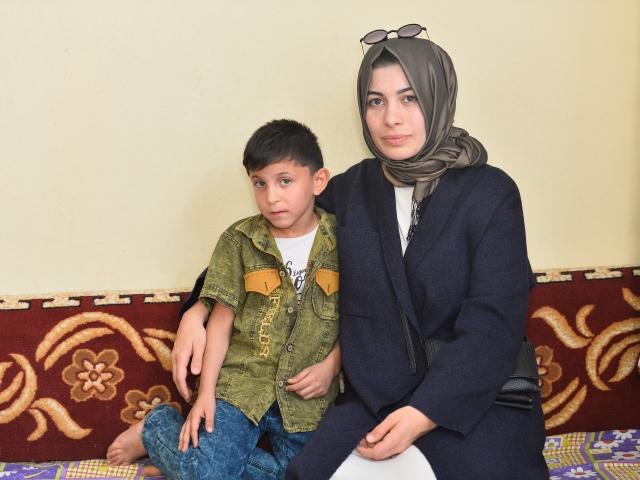 Suriyeli küçük Abdülazizin yardım meleği oldu