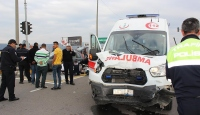 Hasta taşıyan ambulans ile otomobil çarpıştı: 1 ölü, 4 yaralı