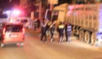 Yol kontrolü yapan askete tır çarptı