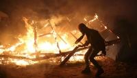 Jungle sığınmacı kampında yangın çıktı