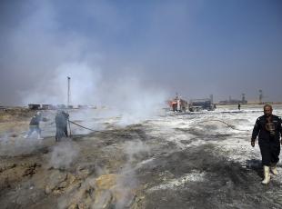 Musulda zehir saçan kükürt tesisi yanmaya devam ediyor