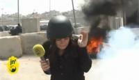 Bombalar Arasında Haber Sundu