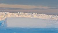 Antartikada dev buz çatlağı