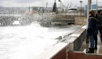 Fırtına deniz ulaşımını olumsuz etkiliyor