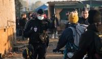 Calaisden ayrılmayan sığınmacılar gözaltına alındı