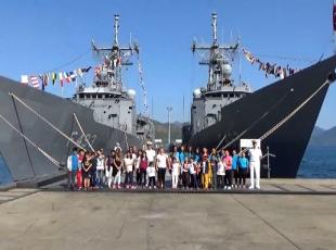 Askeri gemiler kapılarını çocuklara açtı