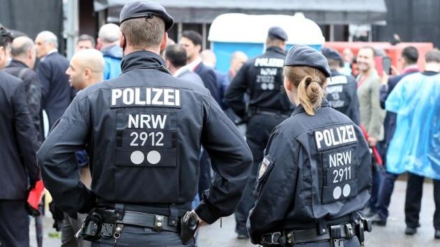 Almanyada 4 imamın evinde arama yapıldı