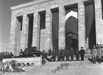 Dolmabahçe Sarayından Anıtkabire