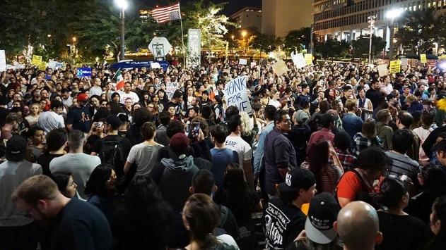 Californiada Trump karşıtı gösteriler sürüyor