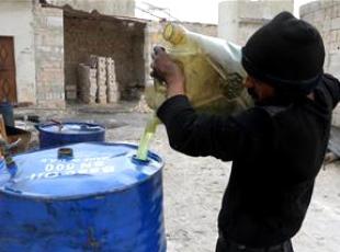 """Halepte """"ilkel yöntemlerle"""" yakıt üretiliyor"""