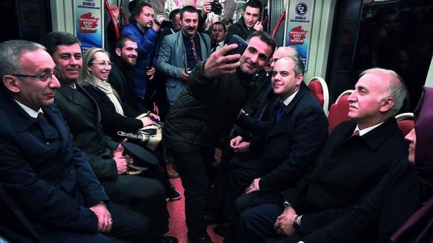 Gençlik ve Spor Bakanı Kılıç tramvaya bindi