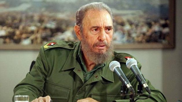 Kübanın efsanevi lideri Fidel Castro hayatını kaybetti