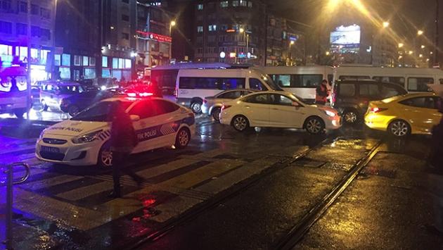 İstanbulda kuvvetli yağmur vatandaşlara zor anlar yaşattı