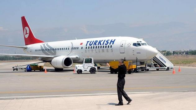 Mısırda THY uçağına bagaj yükleme aracı çarptı