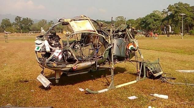 Hindistanda askeri helikopter düştü