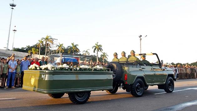 Castronun küllerinin yolculuğu sürüyor