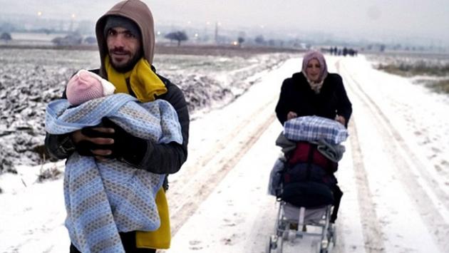 Kar nedeniyle göçmen kampı boşaltıldı