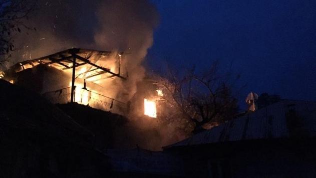 Yurt yangının yaşandığı mahalledeki bir evde yangın çıktı