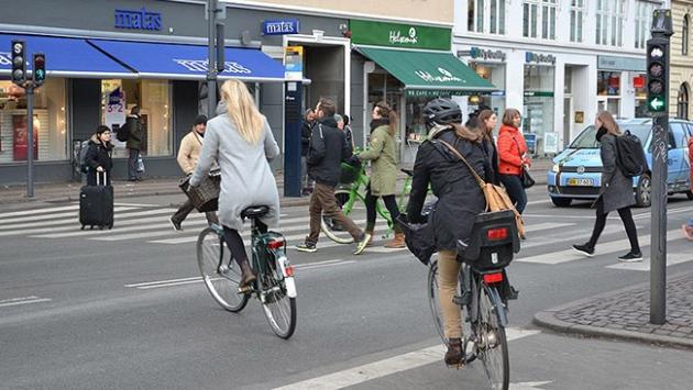 Kopenhagda yollardaki bisiklet sayısı araba sayısını geçti