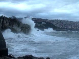 Fırtına nedeniyle balıkçılar ve Ro-Ro gemileri denize açılamadı
