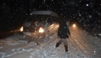 Karda mahsur kalan vatandaşlar kurtarıldı