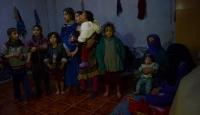 Binlerce Türkmen Türkiye sınırına ulaştı