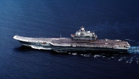 Savaş gemisine inmeye çalışan Rus uçağı denize düştü