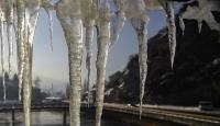 Binaların kapı kilitleri buz tuttu