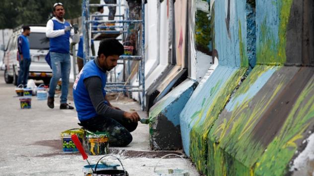 Beton bariyerlerde barış ve umut mesajları