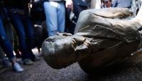 İsrailliler Netanyahunun heykelini yıktı