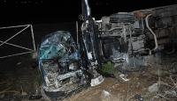Kamyon kamyonete çarptı: 4 ölü, 1 yaralı