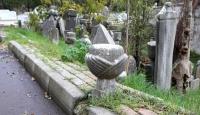 Mezar taşları o bölgenin tapularıdır