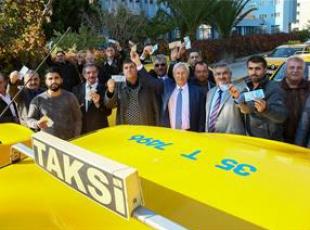 Dolarını bozduranlara İzmirde taksicilerden indirim