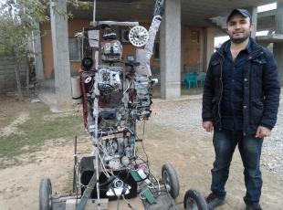 Hurda malzemeden robot yaptı