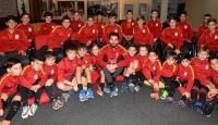 Selçuk İnan Galatasaray altyapı sporcularıyla buluştu